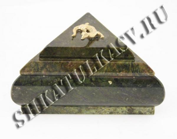 Шкатулка треугольная