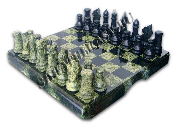 Шахматы в комплекте чемодан (30 см)